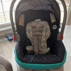 Graco Snugride 30. Baby Car seat With Base for Sale in Fort Worth,  TX