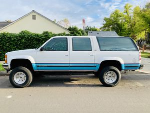 """Lifted 1993 Chevy Suburban 4x4 Supercharged 454 Big Block 33"""" Tires for Sale in Los Angeles, CA"""