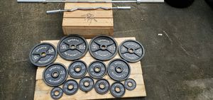 Olympic weight set 300lbs/barbell/ez curl bar for Sale in Tucker, GA