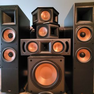 Klipsch Complete 5.1 Surround Sound Speaker Set for Sale in Lynnwood, WA