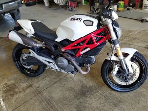 2010 Ducati Monster 696 abs for Sale in St. Louis, MO