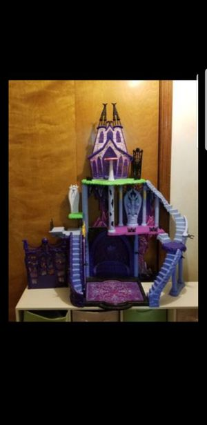 Monster high dollhouse / castle only 40.00 for Sale in New Port Richey, FL