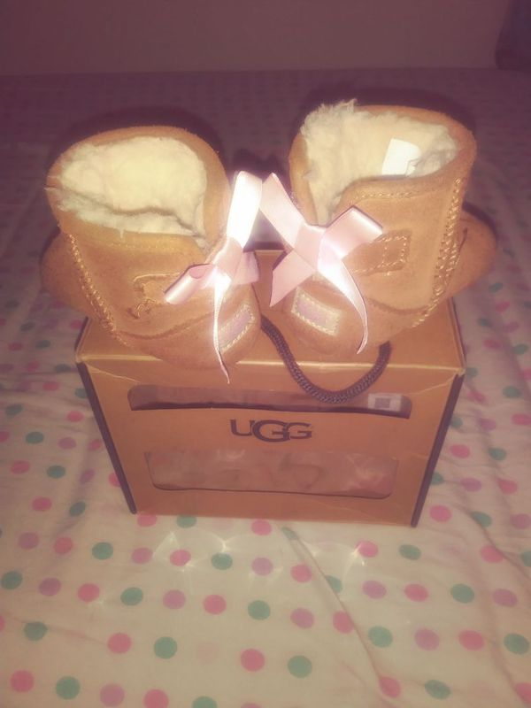UGG's size 2/3