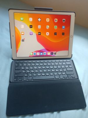 Apple iPad Pro 12.9inch 256GB with Logitech case and backlit keyboard for Sale in Norfolk, VA