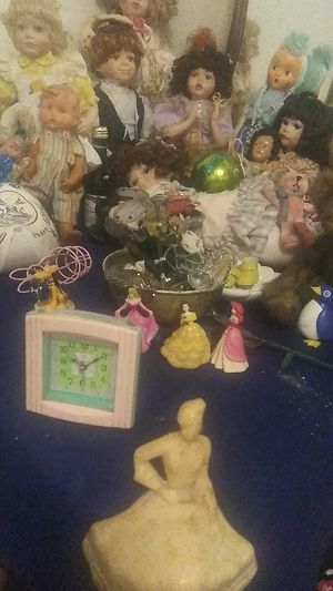 Antique doll collection $500 for all or will sell individuals.Sherley Temple and more for Sale in Fresno, CA