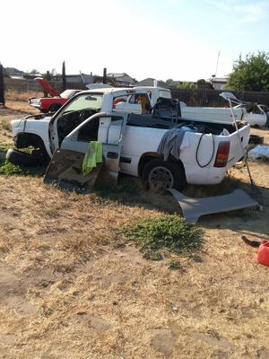 2000 Chevy 1500 parting out or take the whole truck for 600 bucks for Sale in Fresno, CA