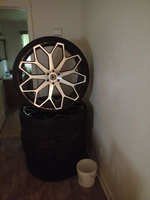 28 inch rims wit new lexani wheel 1800 come get them for Sale in Lexington, TN