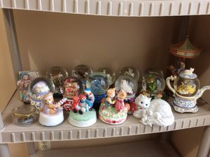 Lot of 17 collectible music boxes figurines statues for Sale in Freehold, NJ