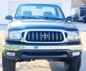 VERY WELL KEPT AND MAINTAINED TOYOTA TACOMA for Sale in Cleveland, OH