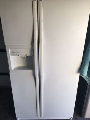 Refrigerator for sale (free delivery valley wide)👌😁 for Sale in Glendale, AZ