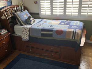 Bed with drawers and headboard. for Sale in Rancho Cucamonga, CA