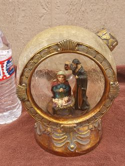 """8"""" Tall Heavy Crackled Glass Christmas Display Piece for Sale in Riverside,  CA"""