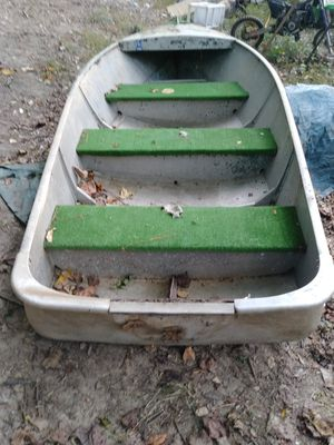 14 ft aluminum v boat and original motor for Sale in College Park, GA