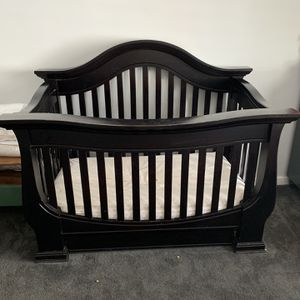 Crib and Changing Table for Sale in Phoenix, AZ