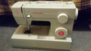 Singer Sewing Machine for Sale in Bridgeville, PA