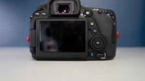 Canon EOS 80D DSLR Camera with 18-135mm IS USM Lens black for Sale in Miami, FL
