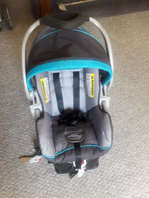 Infant car seat with base for Sale in Hartford, CT