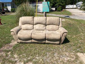 Free sofa Recliner for Sale in Lexington, SC