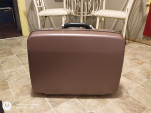 Samsonite rolling suitcase for Sale in Clinton, TN