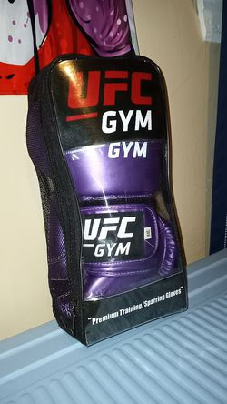Boxing Gloves UFC Gym 16oz, 18ft wraps, gel wraps for Sale in Virginia Beach,  VA