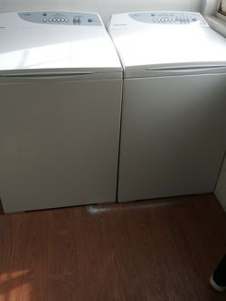 Beautiful Fisher And Paykel Washer And Dryer Matching Set Comes With A Complete 30 Day Warranty for Sale in Vancouver,  WA