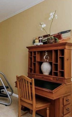 Wooden Desk with matching Chair for Sale in Pembroke Pines, FL