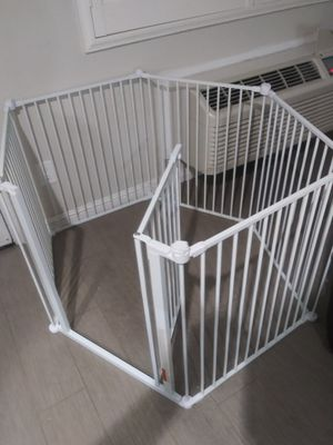 Brand-new in-the-box Carlson pet products convertible pet yard and gate for Sale in Hayward, CA