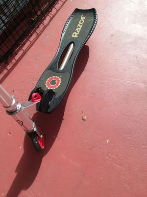 Razor scooter in good condition with turned back tire for Sale in Port Richey, FL