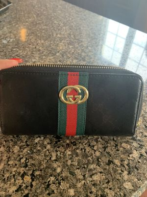 Gucci wallet for Sale in Manalapan Township, NJ