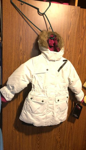 I have 2 heavy winter coat 🧥 size 5-6 and 6x for Sale in Cicero, IL