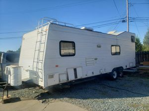 Fleetwood 1998 27' toy hauler trailer complete remodeling inside y new roof 2 batteries, 2 gas tanks 2. Extra new tires ready to go for Sale in San Leandro, CA