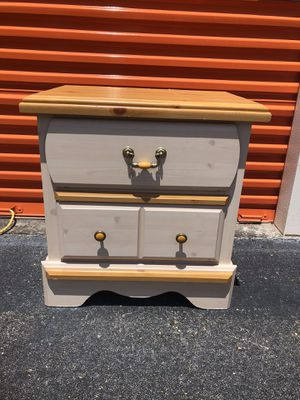 Kathy Ireland Princess Bouquet Night Stand / End Table for Sale in Brandon, FL