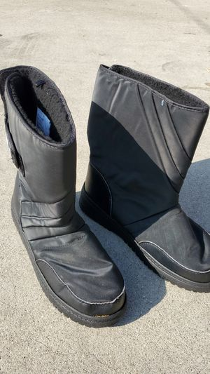 snow boots for Sale in Bell Gardens, CA