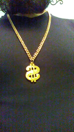 Gold tone chain MAKE OFFERS for Sale in El Paso, TX