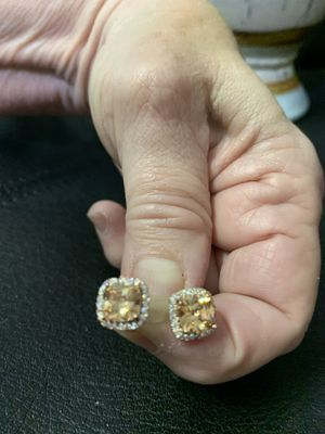 """Golden Square Faceted Earrings Surrounded by Small """"diamonds""""!😃💕 for Sale in Palmetto, FL"""