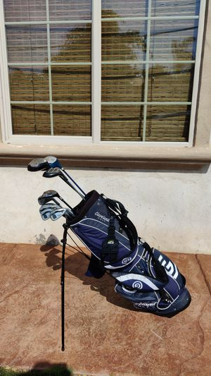 Cleveland Golf bag with old clubs inside. Irons: 3,4,5,6,8,9 3 Wood, 4 wood 2 Drivers for Sale in Chula Vista, CA