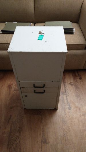 Metal Office file cabinet with file folders and the keys for Sale in PT CHARLOTTE, FL