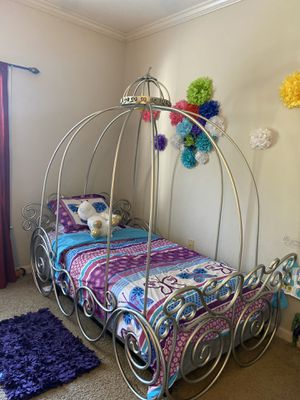 Princess twin girl bed for Sale in Clermont, FL