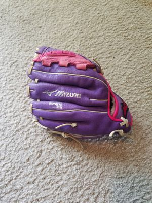 10 inch Mizuno girls softball glove for Sale in Fort Meade, MD