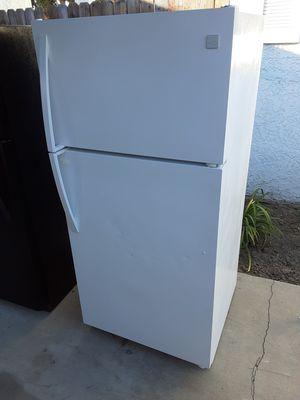 Refrigerator Kenmore refrigerator for Sale in Lynwood, CA