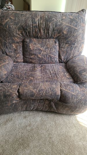 Giant camo recliner for Sale in St. Louis, MO