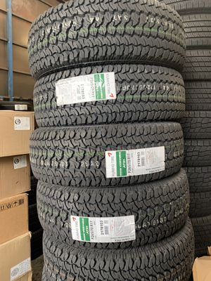 Kumho tires 265/70/17 for Sale in Long Beach, CA
