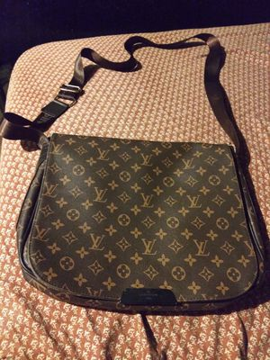 Louis Vuitton Monogram Messenger bag for Sale in Chicago, IL