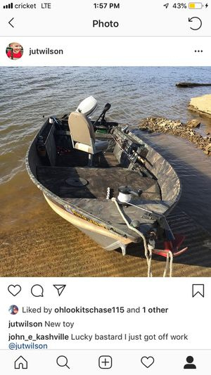 14 foot aluminum boat camouflage paint job good sub floor and carpet new live well pump new LED lights from the front to the back new wiring waterpro for Sale in La Vergne, TN