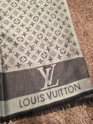 New authentic Louis Vuitton monogram scarf for Sale in Woodcliff Lake, NJ