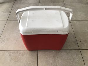 Red Igloo cooler for Sale in Miami Beach, FL