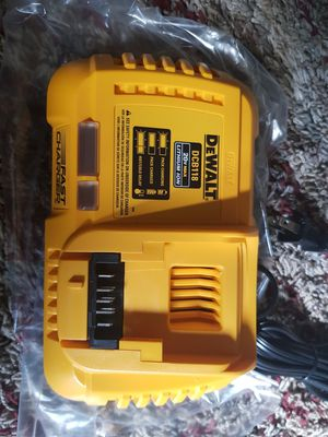 DCB 118 FAST CHARGER for Sale in Richmond, VA