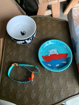 Cat collar, dishes and mat for Sale in Issaquah, WA