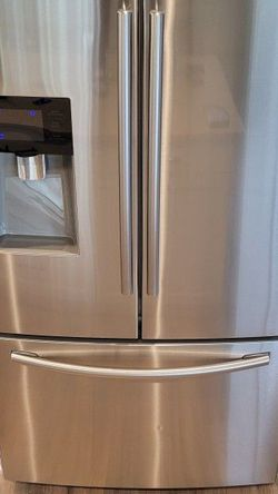Samsung Refrigerator - French Doors w/ External Water & Ice for Sale in Woodburn,  OR