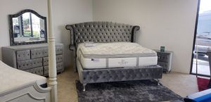Tiffany King bedroom set - Easy financing available for Sale in Moreno Valley, CA